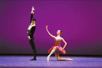 古典芭蕾少年组金奖得主武思聪、邱芸庭。国家大剧院供图
