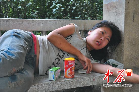 郑州街头现流浪