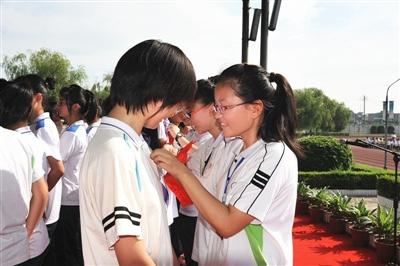 靖江初中:自主之花越开越艳(组图)v初中高中女生照图片