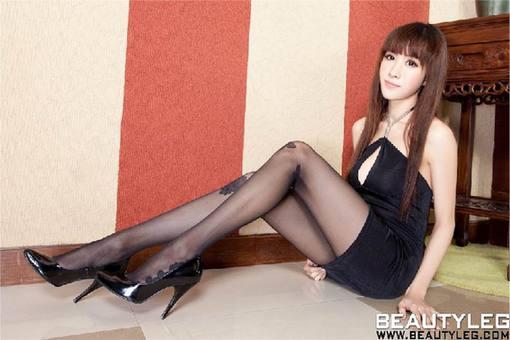 siwatu_街拍各种形形色色的丝袜美女大学生(图)