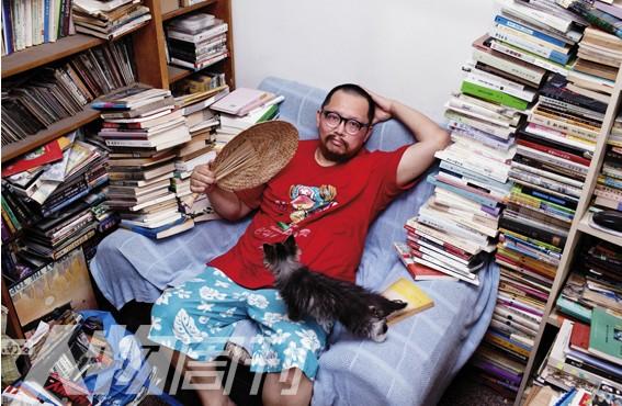 史航的家中有7只猫,大部分是收养的流浪猫(图/梁辰)