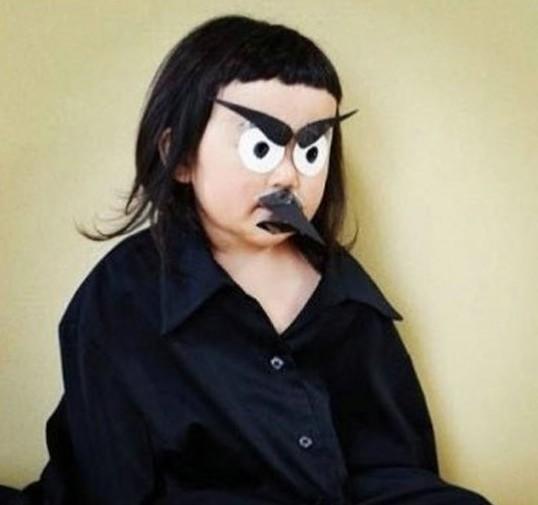 齐刘海女孩表情夸张走红 网友赞其开心果(图)图片