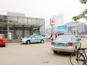 土城地铁站前的出租车