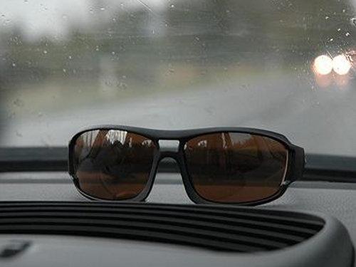 开车太阳镜
