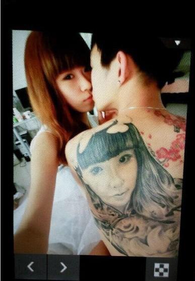 男子后背上纹身女友脸庞