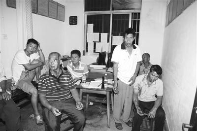 昨日凌晨在警方清场过程中受伤的群众。17日上午,湖南临武县城管局工作人员在执法过程中,与南强莲塘村村民邓正加发生冲突,邓正加死亡。图/IC
