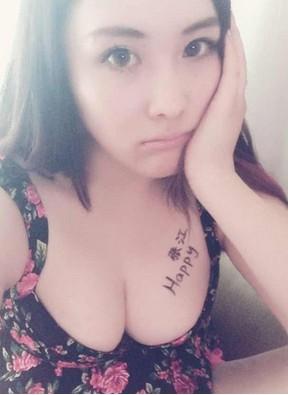 美女性感露胸比美图