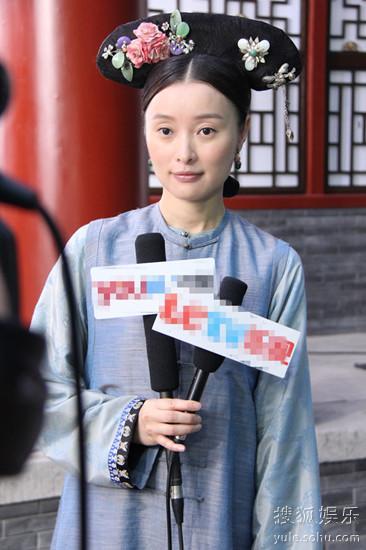 吴越片场接受采访