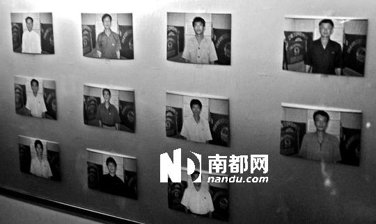 """巴拿马检察机关17日指控所扣押的朝鲜贸易船""""清川江""""号船员。这是部分船员的照片。"""