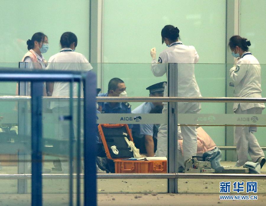 一残疾人在首都机场引爆自制爆炸装置 本人受伤