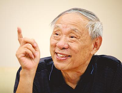 王小谟回答媒体提问(7月18日摄).