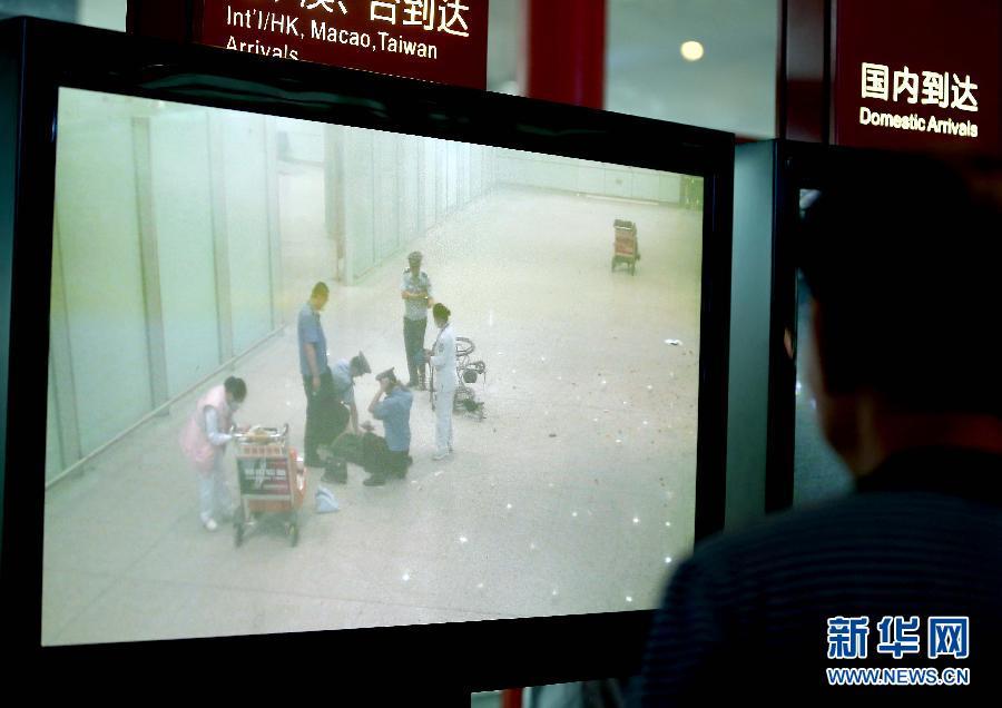 这是7月20日拍摄的冀中星(坐轮椅者)在事发现场的照片(手机拍摄)。