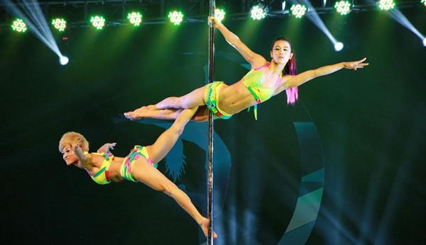 高清舞v高清动作钢管演绎高难度组图(性感)-搜狐壁纸选手游戏美女性感图片