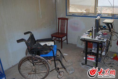 冀中星使用的轮椅和电脑