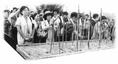 两岸嘉宾在涿鹿拜祭中华三祖。 王 昭摄