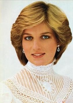 王室代表:戴安娜王妃 珠宝单品:蓝宝石珍珠项链、珍珠珠宝、钻石