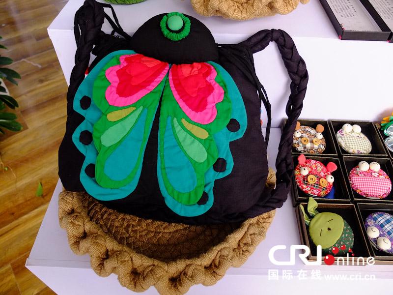 2013中国(贵州)国际民间工艺品博览会上,不仅有展示贵州的手工艺品