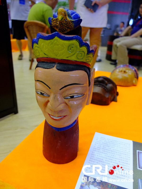 仡佬族的木雕面具
