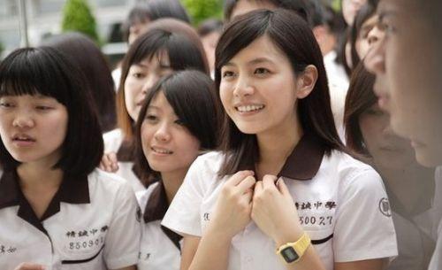 中国最美校服女生pk《小时代》高中校服