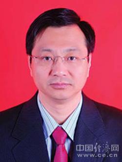 韩树明,男,汉族,1965年6月生,辽宁营口人,研究生,经济学博士,1986年7月参加工作,1985年4月加入中国共产党。