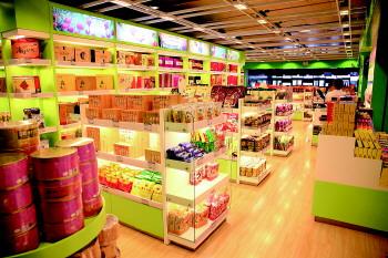 机场航站楼一家卖特产的商店。通讯员 王紫健 摄