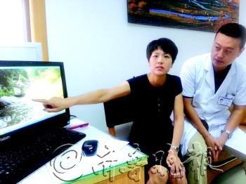 张峰、赵皎皎夫妇回忆22日救人时的情景。