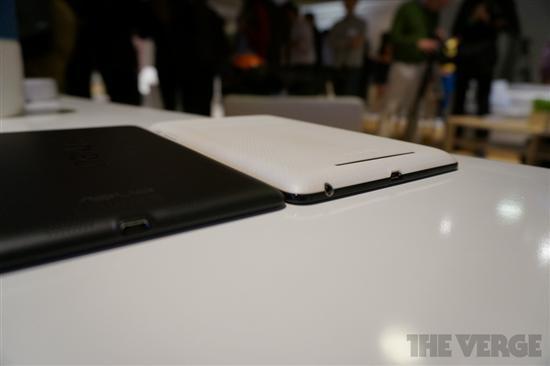 新Nexus 7(黑)对比上一代Nexus 7(白)