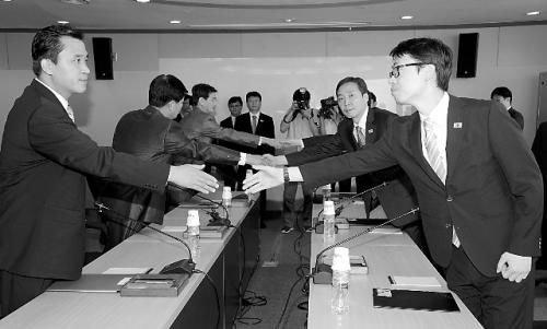 朝韩代表在开城举行第六轮会谈。