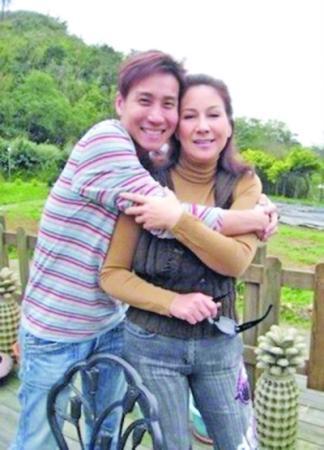 台湾歌手李立崴上吊身亡 其母为甄妮亲姐姐[图]