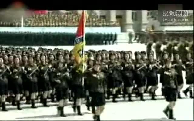 朝鲜鹅式步伐视频_朝鲜女兵护士方队着短裙迈鹅式步伐走过 - 搜狐视频