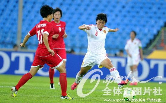 组图:女足不敌朝鲜东亚杯垫底 颁奖仪式队员表情失落