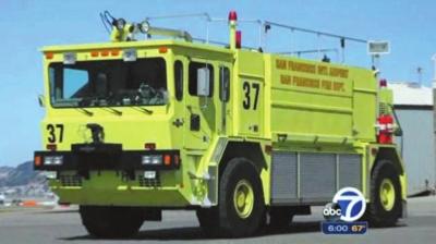 伊利丝・达克特驾驶的肇事消防车,小图为叶梦圆(视频截图)。