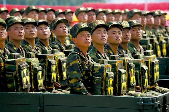 """参加朝鲜阅兵式的""""核背囊""""部队。"""