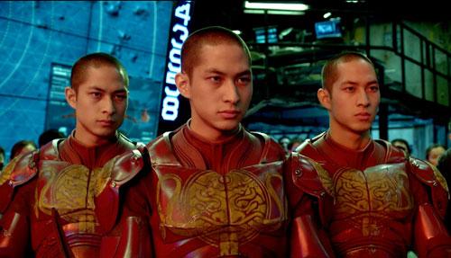 《环太平洋》剧照:中国机甲驾驶员唐氏三兄弟帅气上阵