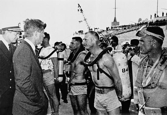 肯尼迪检阅美国海豹突击队