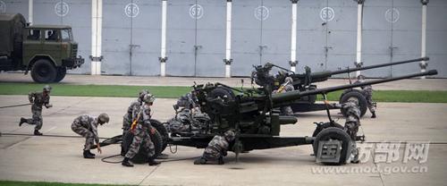 7月29日,陆军第四十七集团军防空旅向中外记者开放,来自全球近50家媒体的70多名记者通过现地参观采访,感受这支陆军防空劲旅的风采。