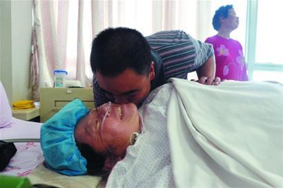 青岛高龄产妇生下2男2女四胞胎 取名平安快乐(图)