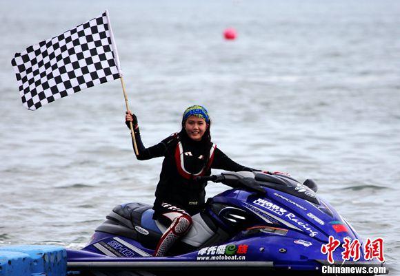 美女摩托艇车手谢佩姗。