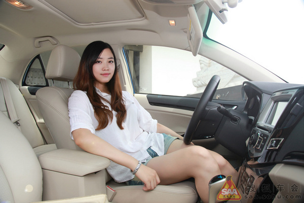 比亚迪速锐美女车主 自拍美图秀清纯靓丽 搜狐汽车