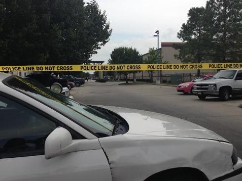 事发现场为新奥尔良一个汽车旅馆附近,警方已经扯上了警戒线。