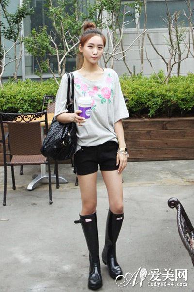 黑色高筒雨靴 黑色热裤