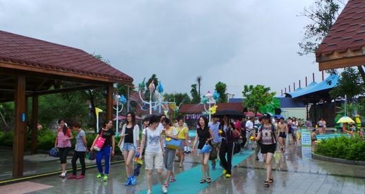 凤岭儿童乐园内-美丽中国 休闲城市 全国记者采风行走进广西图片