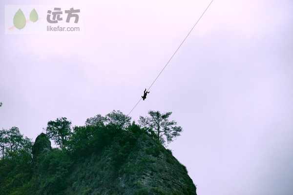 灵岩景区内有惊无险的飞渡表演    作者:闲云孤鹤