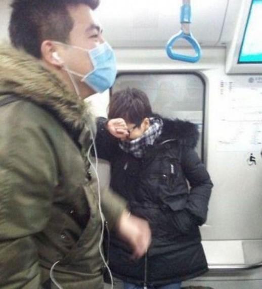 明星挤地铁照曝光 王菲周润发章子怡都曾搭地铁