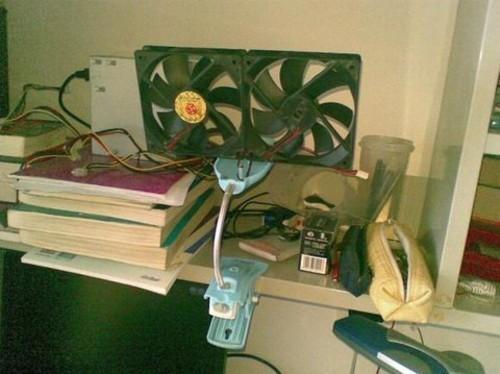 所需材料:废旧的电脑电源风扇,能转就行;报废的台灯制作成支架;12v的图片