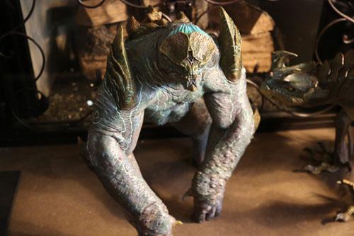 当被问及最喜欢的怪兽Kaiju,导演毫不犹豫地点了四级巨兽棱背龟的名