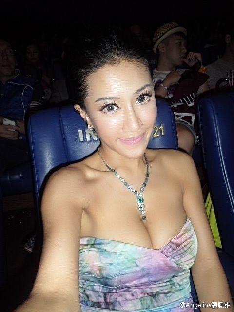 《一路向西》裸照张暖雅组图诱惑抱胸扭臀外泄十足(美女)裸体视频女星。的图片