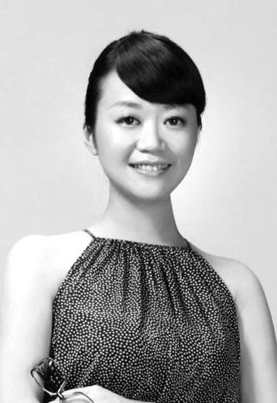 女歌手吴虹飞。