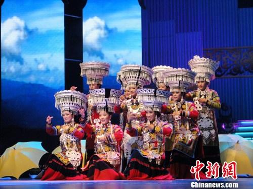 中国 王少晶/图为少数民族服饰展演现场。王少晶摄