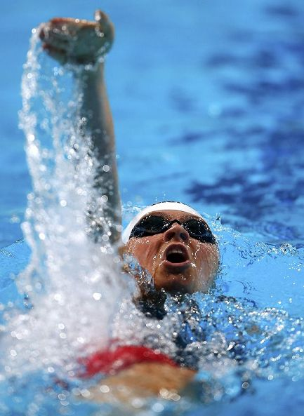 在今天进行的女子400米个人混合泳的比赛中,中国选手叶诗文以小组第三图片